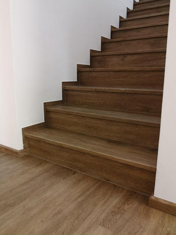 Ukázka vinylových schodů BUKOMA s nosem